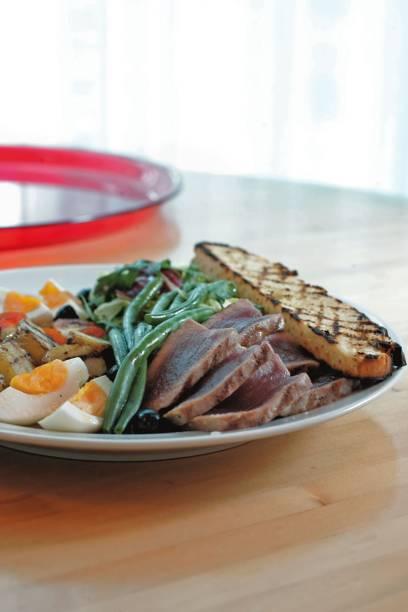 No Spot: a salada niçoise de atum pode ser pedida como entrada ou como prato principal
