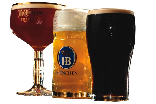 Os copos de La Trappe, HB Hofbräu e Guinness: oito opções de chope
