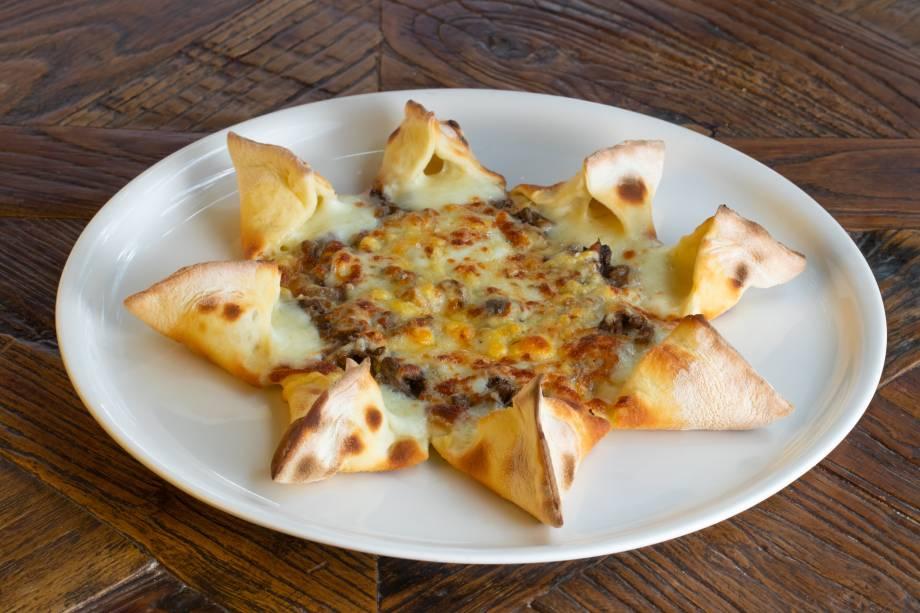 Stellina: a pizza estrelada vem coberta de cogumelos shiitake e shimeji ao azeite de trufa, mussarela de búfala e parmesão