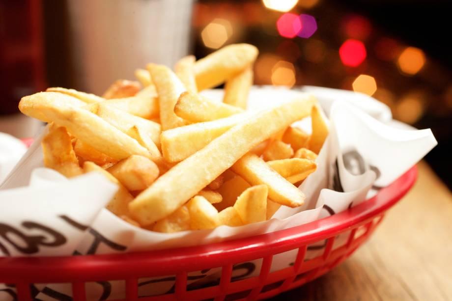 Para acompanhar, a porção de fritas sequinhas