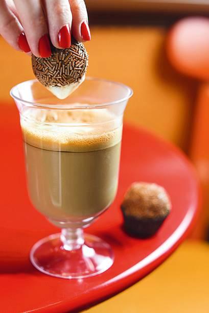 Cappuccino brasileiro com brigadeiro de Amarula