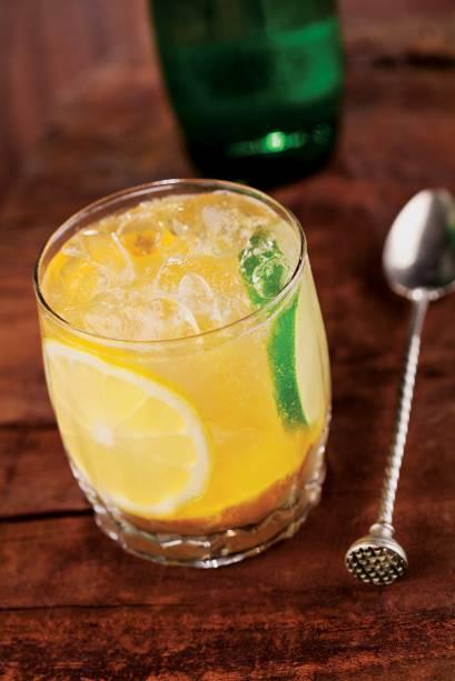 Carta de bebidas: versão de limões, cachaça e água com gás