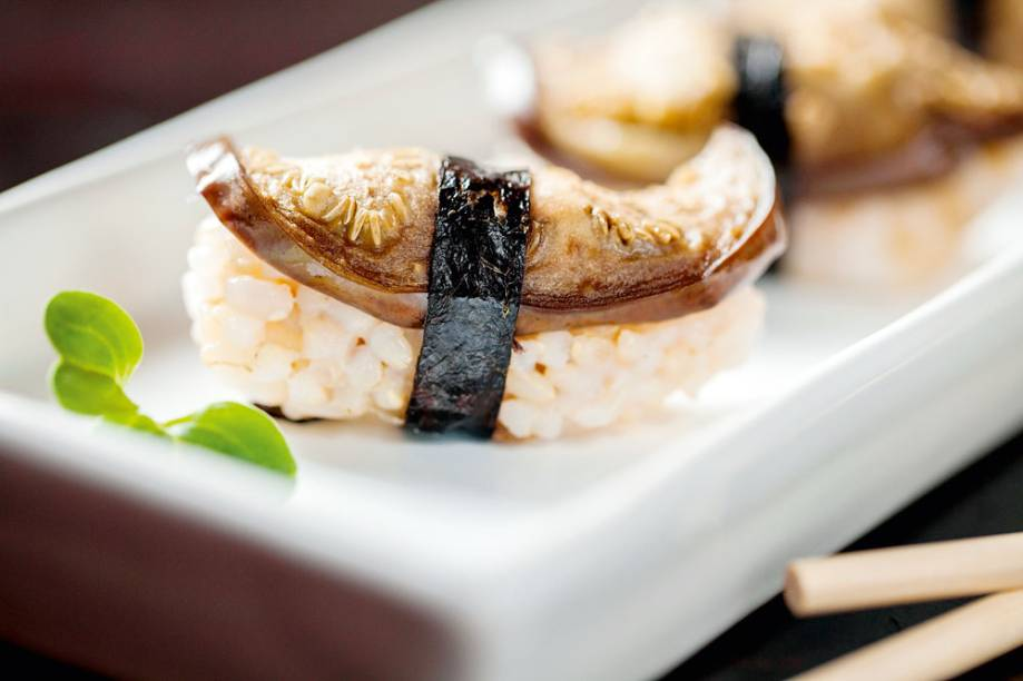 SassáSushi: sushi de berinjela com alho