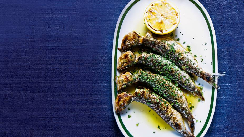 Sardinhas frescas assadas na brasa do Taberna 474: simplicidade e sabor