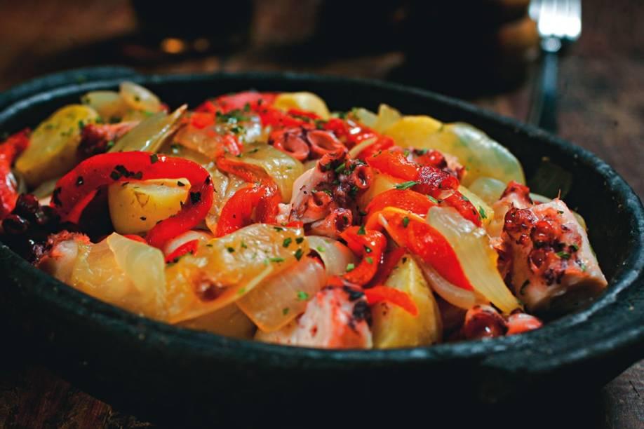 Polvo à moda, com batata, cebola e pimentão