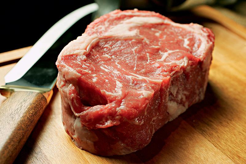 Sem congelar: o bife ancho fresco vai direto para a grelha