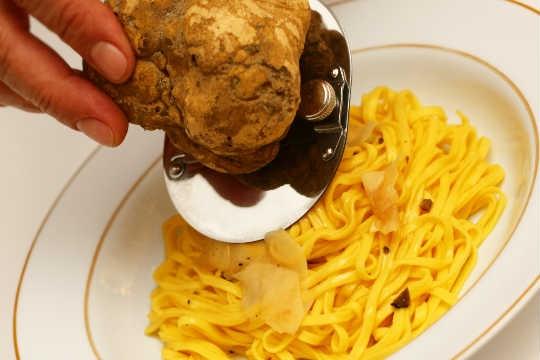 Tagliolini fresco com trufa branca, do La Tambouille