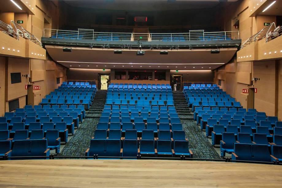 Plateia e balcão do Teatro Porto Seguro
