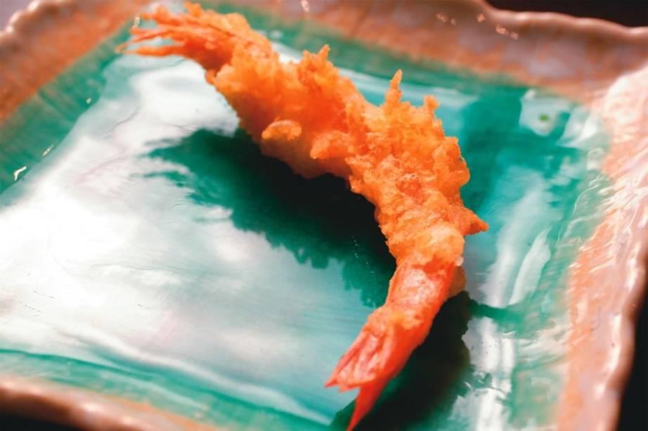 Camarão da degustação de empanados orientais: sugestão do japonês Tempura Ten
