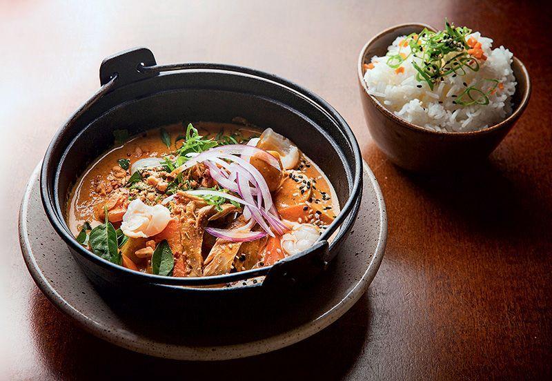 Pato no curry vermelho com arroz