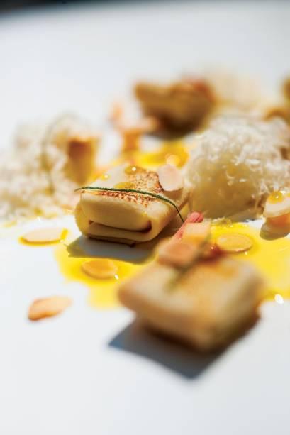 Pratos modernos:<span>falsos tortéis de pupunha e abóbora com melão, amêndoas, parmesão e manteiga de sálvia</span>