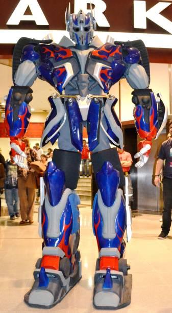 Optimus Prime também estará presente, com quase três metros de altura