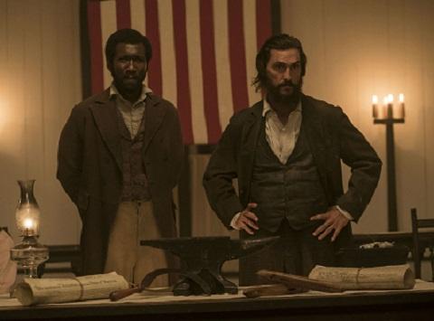 Newton Knight (Matthew McConaughey) forma a primeira comunidade interracial do sul
