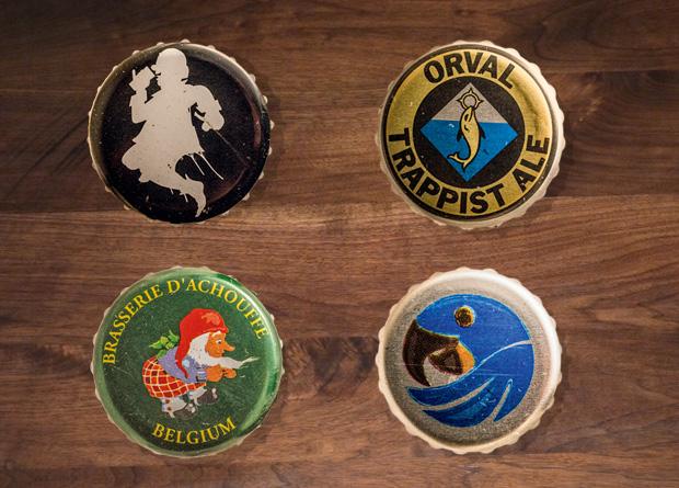 A cerveja servida no pote de vidro: companhia para a tábua de queijos