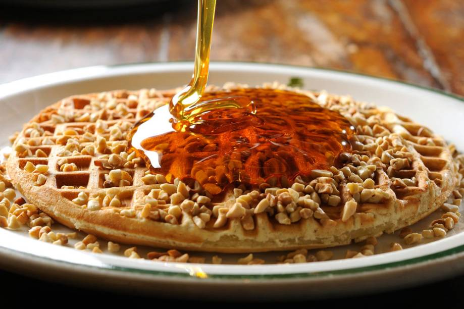 Waffle: cobertura de mel e nozes