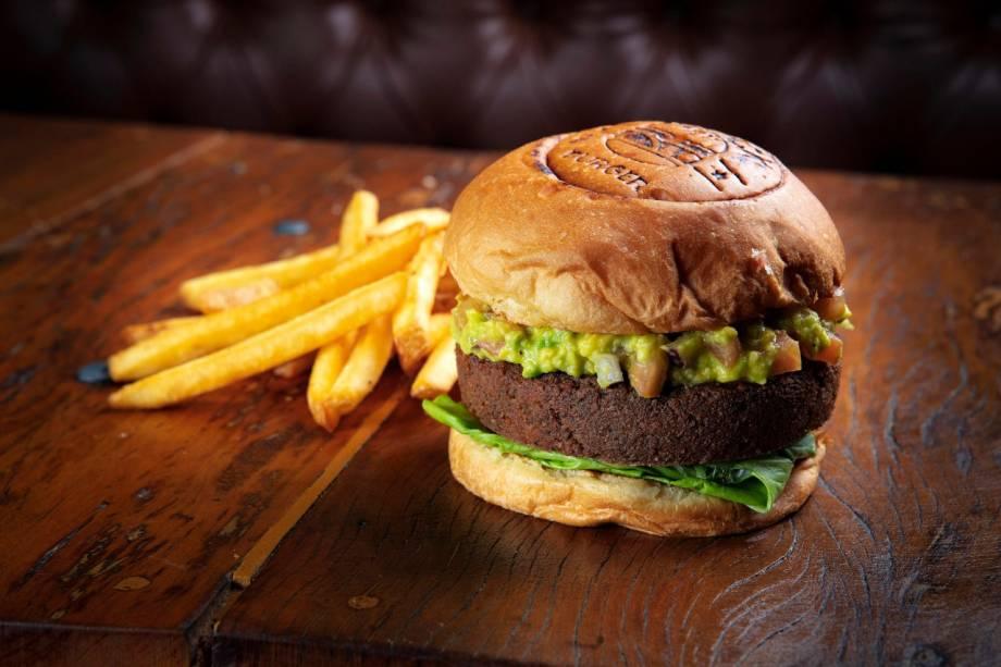 Opção vegetariana: hambúrguer é substituído por um disco de faláfel e ainda leva guacamole e alface