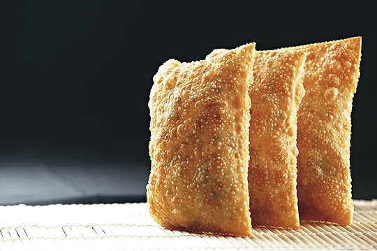 Bem recheadas e sequinhas: as frituras levam cachaça na massa
