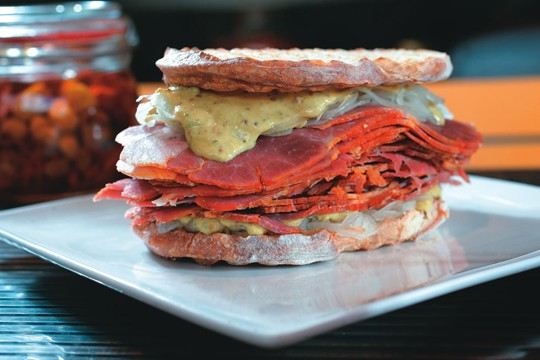 O sanduíche de pastrami: Nova York como inspiração