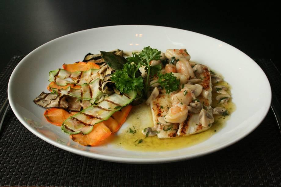 Sogliola grigliato com champignon e gamberi (linguado grelhado ao molho de champignon e camarão com legumes grelhados, R$ 52,00)