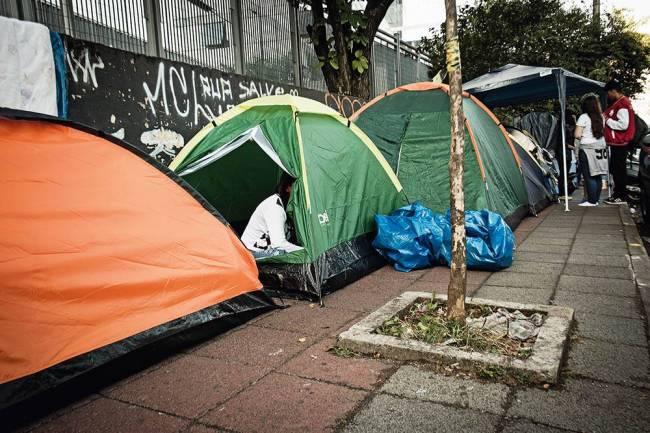 Fifth Harmony acampamento barracas