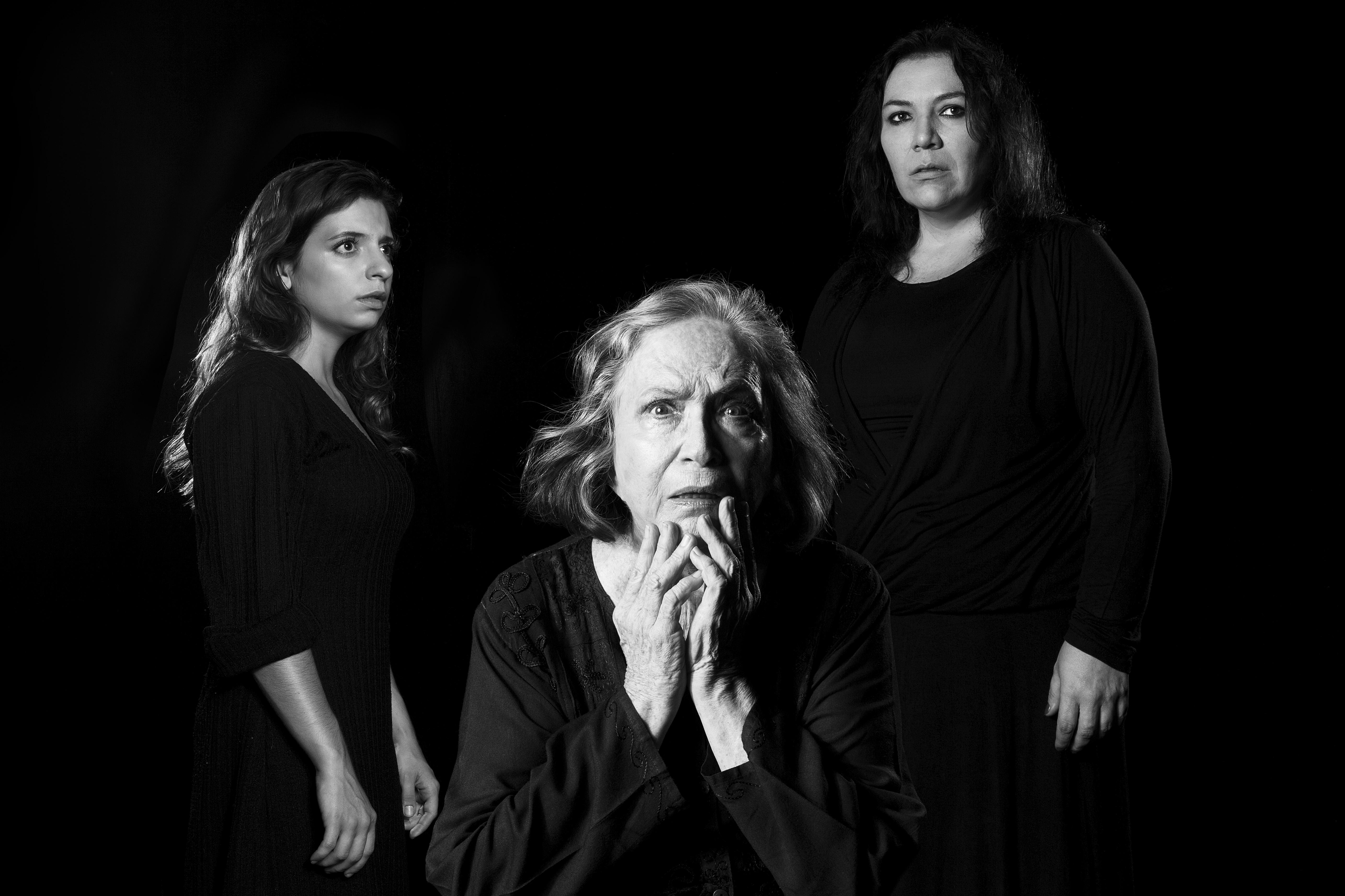 Paula Spinelli, Nathalia Timberg e Juliana Galdino em Tríptico Samuel Beckett (Foto: Daniel Seabra)