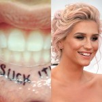 """A cantora Kesha achou que era uma boa ideia escrever a palavra """"Chupe!"""" em letras capsulares dentro de seus lábios - imagine o quanto não doeu"""
