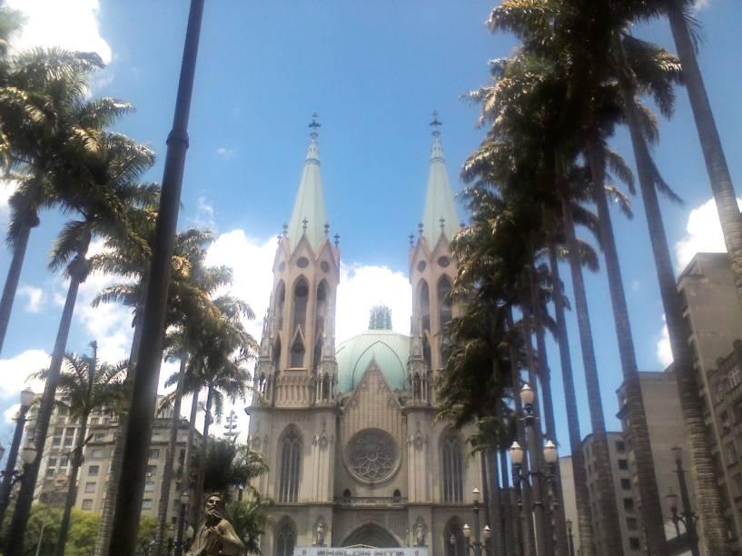 Vista frontal da Catedral da Sé