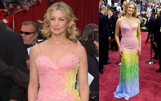 O vestido de Faith Hill é um Versace mas o look arco íris não caiu bem para o 'red carpet' do Oscar de 2002. (Foto: Reprodução)