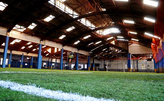 Na Playball do Ipiranga, seis quadras são alugadas para jogos de futebol society