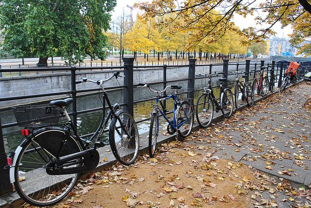 Um passeio de bicicleta na capital alemã é uma boa forma de conhecer a cidade (Foto: Christian Benseler, no Flickr)