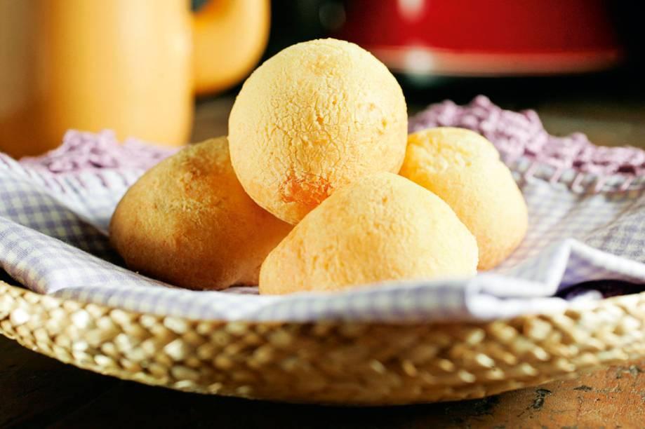 Pão de queijo redondinho e com interior aerado