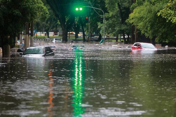 caos-enchente-carros-parque-ibirapuera.jpeg
