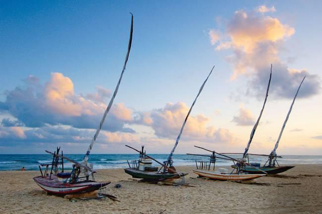 Barcos à beira-mar: a poucos minutos do Beach Park (Foto: Alex Uchôa/Opção Brasil Imagens)