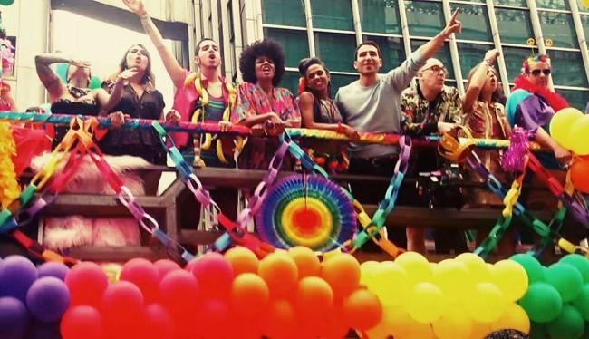 elenco da série Sense 8  na 20ª parada LGBT