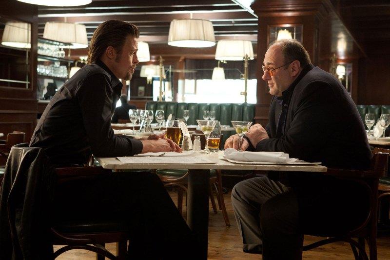 O Homem da Máfia: os atores Brad Pitt e James Gandolfini