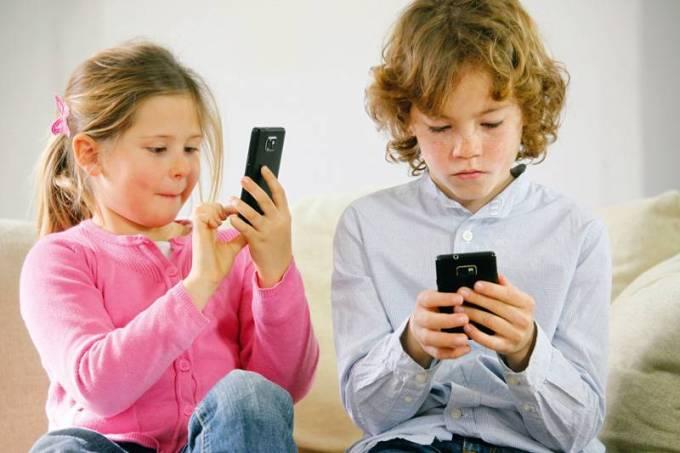 Tecnologia criança celular