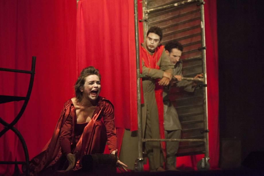 Os potiguares da cia. Clowns de Shakespeare apresentam Hamlet — Um Relato Dramático Medieval