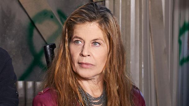 Linda Hamilton no seriado Defiance