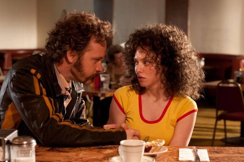 Lovelace - Filme: os atores Peter Sarsgaard e Amanda Seyfried