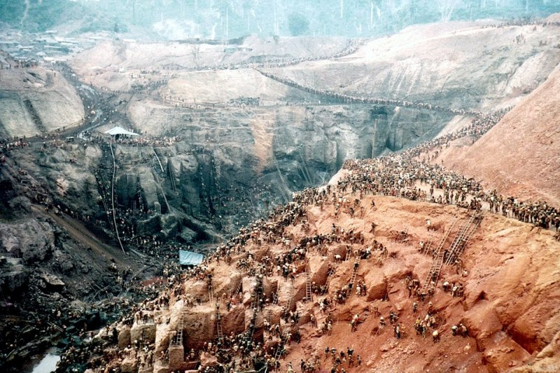Serra Pelada - A Lenda da Montanha de Ouro: o maior garimpo a céu aberto