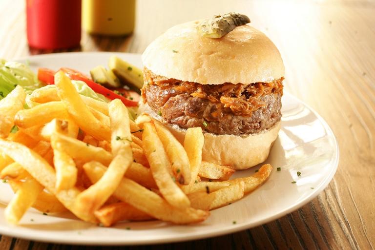 Piggie burguer: o sanduíche de costelinha suína continua uma das atrações do menu (Foto: Fernando Moraes)
