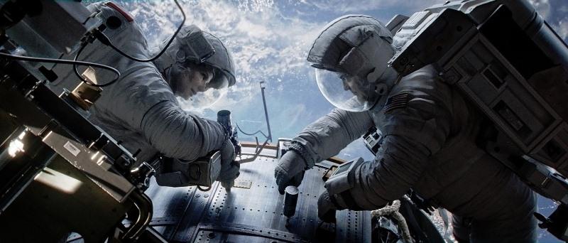 Gravidade: Stone (Sandra Bullock) e Kowalsky (George Clooney)