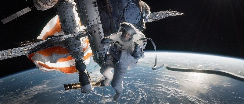 Gravidade: Sandra Bullock, perdida e desesperada no espaço