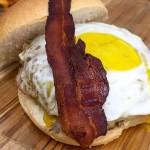 Empire state: hambúrguer de 320 gramas de black angus, queijo, bacon crocante e ovo