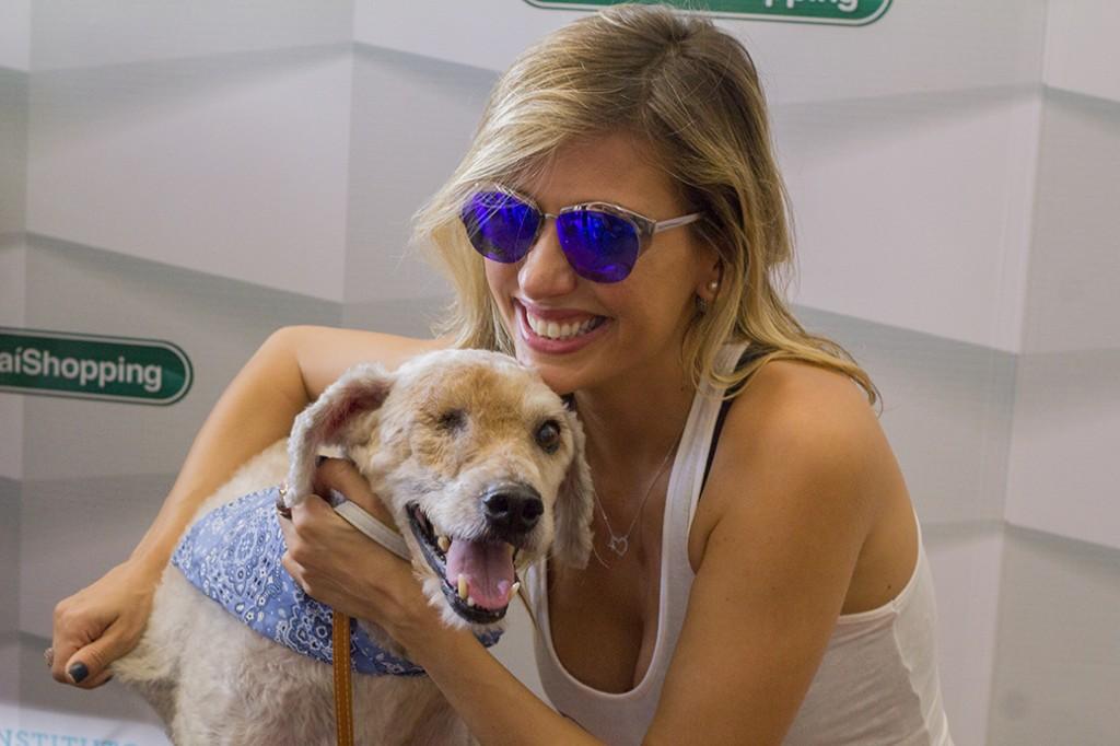 Luisa Mell mostra cachorro vira-lata cedo, que foi resgatado das ruas e adotado em evento (Foto: Divulgação)