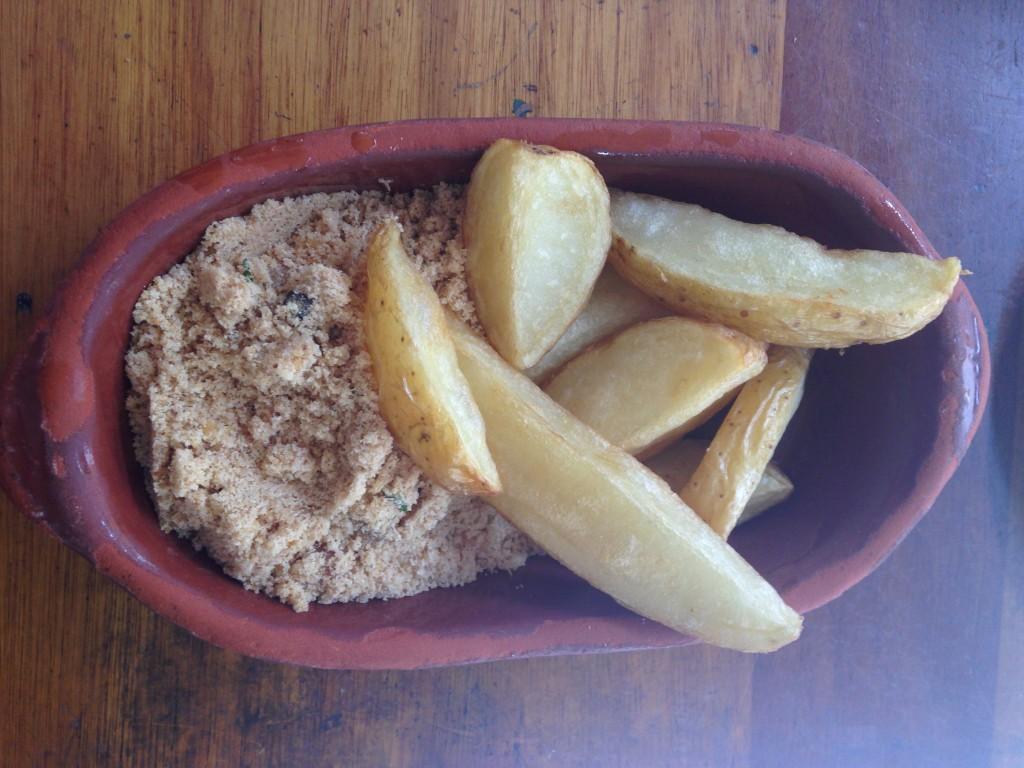 Batata frita: frita com casca em gomos gordinhos (Foto: Helena Galante)