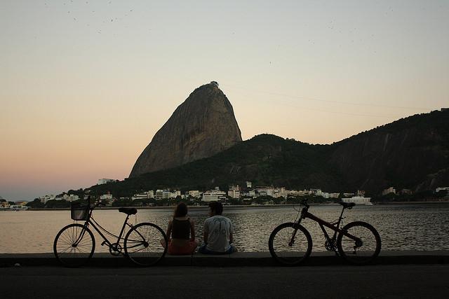 O Rio tem uma das paisagens mais bonitas do mundo para apreciar de bicicleta (Foto: Eduardo Otubo)