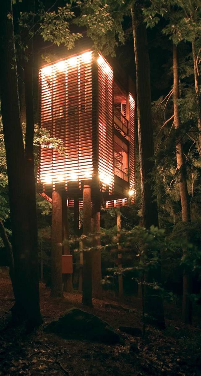Casa na árvore - lanterna para o lago