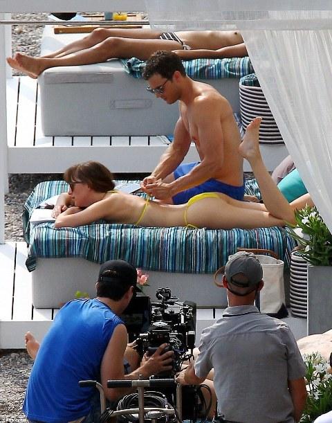 A equipe grava a cena de Grey com Ana