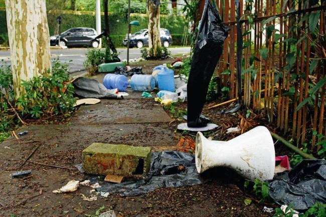 Casa Michel Temer - lixo manifestação